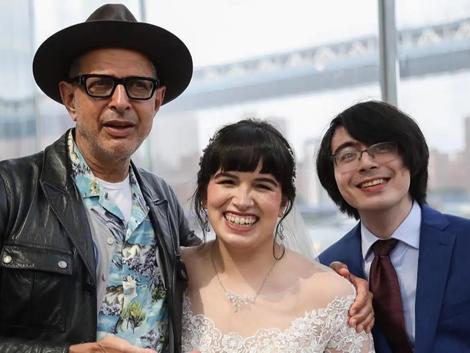 Jeff Goldblum Serenades Brooklyn Couple on Their Wedding Day