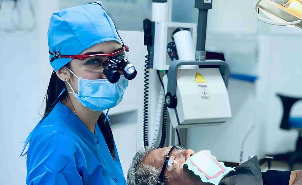 costo-de-endodoncia-poste-y-corona