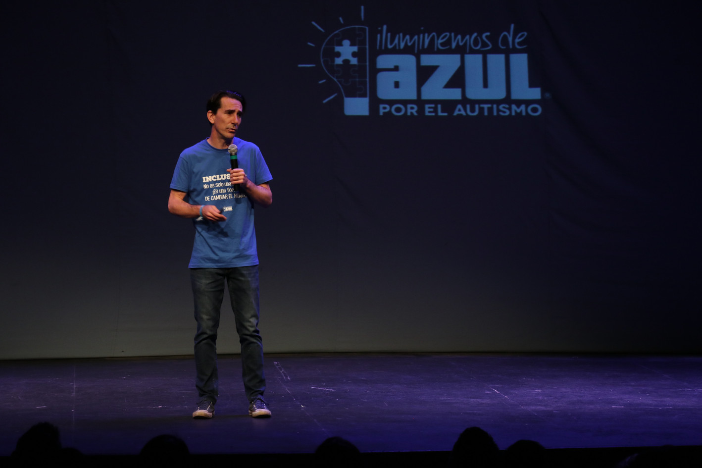 "Gerardo Gaya ""iluminemos de azul"""