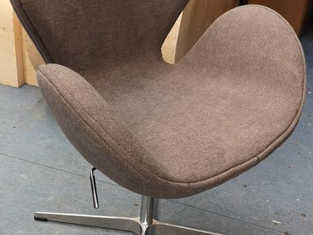 """Swan chair"" riidevahetus"
