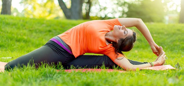 girl-meditating-and-doing-yoga-at-sunset