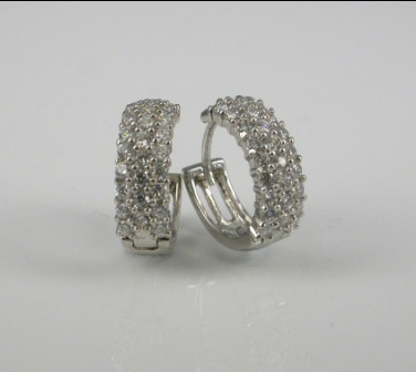 18ct White Gold Bead Set Diamond Earrings.