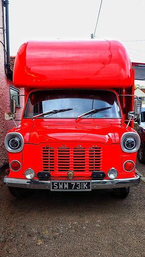 Vintage food truck Smokin' Hot