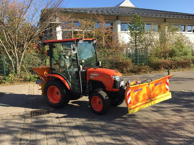 Unser neuer Helfer zum Schneeräumen, Rasenmähen und Streugut Ausbringen