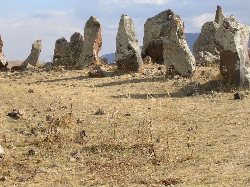 URSS, Russie, tourisme, histoire, tombeau, dolmen a œil, dolmen, mégalithe, dalles, orthostates, gravures, alains, armenie, menhirs chantants