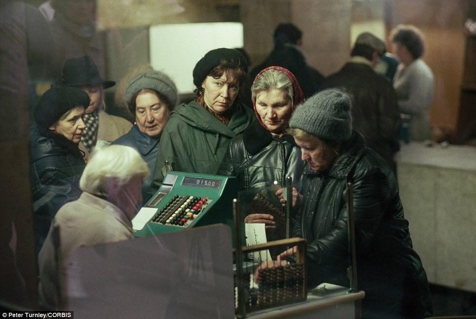 URSS, Union Soviétique, passage en caisse, file d'attente, ticket de caisse