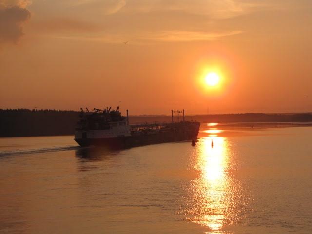 Russie, tourisme, lac blanc, coucher de soleil