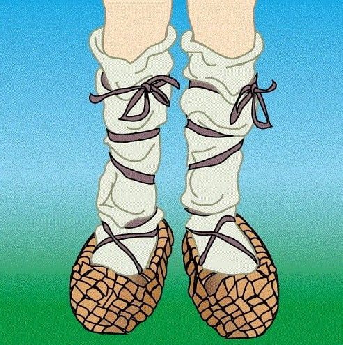 lapti, chausses, chaussures, sandales, espadrilles, sandales, costume traditionnel, tradition, pauvrete, misere