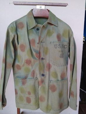 Veste de treillis USMC P41 avec camouflage experimental .   Voir ici :   https://www.lemondededjango.com/blog/l-usmc-en-39-45    English :   USMC P41 Herringbone Twill jacket , with experimental camo .