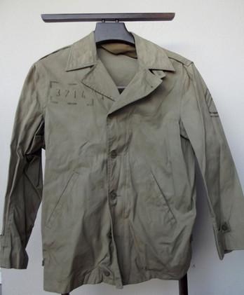 Réplique du blouson M41 de l'armée américaine durant la seconde guerre mondiale .  Reproduction provenant de la série The Pacific , portée par l'acteur Jon Seda dans l'épisode Iwo Jima .