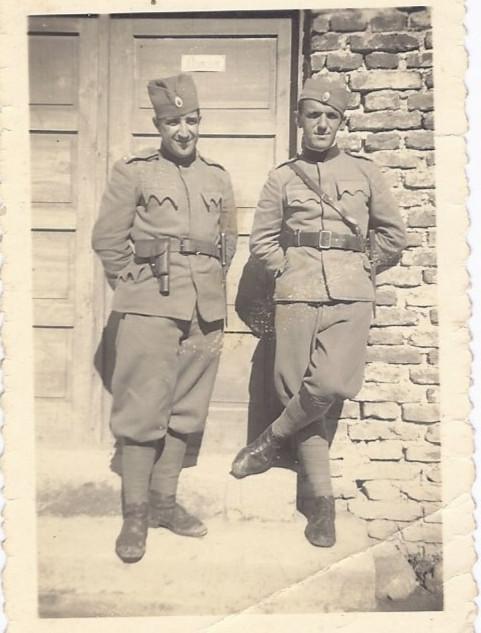Photographie de soldat Yougoslaves dans les années 40 .