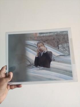 Photographie de l'agent Perez ( Athena Karkanis ) surveillée par Jigsaw , provenant du tournage de Saw IV