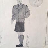 Extrait d'une brochure de mode des années 50  de ma collection personnelle qui propose pour les garçons une copie quasi conforme du blouson de combat américain modèle 41 porté par bon nombre de GI durant la seconde guerre mondiale  comme en témoigne le descriptif .  Voir ici :  https://www.lemondededjango.com/blog/le-blouson-m41-de-l-armee-americaine