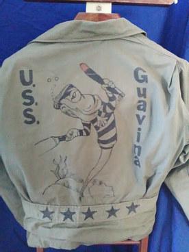 Veste de pont de l'Us Navy 1944 , dénommée N4 Jacket  . Provient du sous marin USS Guavina .   English :  Us Navy deck jacket N4 , from submarine Uss Guavina .