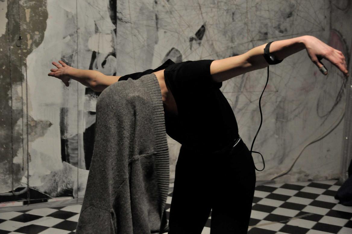 repsonse : resonance performance with Annika Haas, Grüntaler9, Berlin 2013 photo by Melanie Wiener