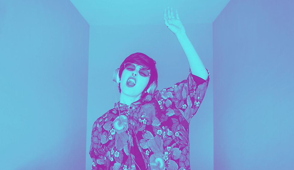 cool-young-androgynous-dj-woman-5WBFXNR.