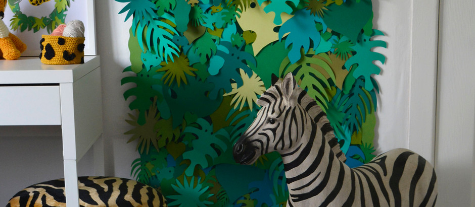 FREE jungle leaf downloads to create your own jungle backdrop!