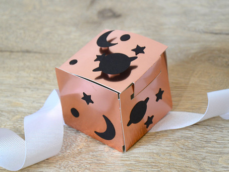 Make a gift box with free shapes in Cricut Design Space!
