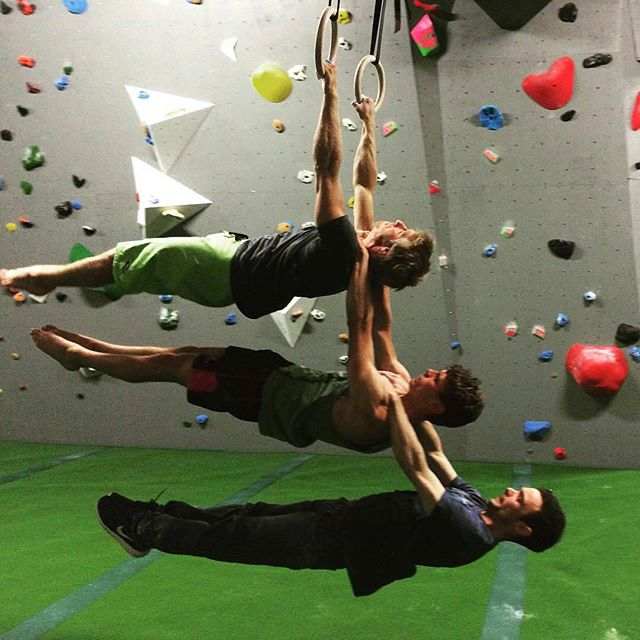 Messing around at the end of a big afternoon climbing session 💪 Awesome fun with these guys! Great