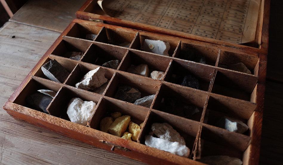 台灣早期岩石礦物標本(單盒販售)