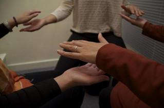 Aprenda como movimentar energias com um Círculo de Reiki. Participe dos nossos!