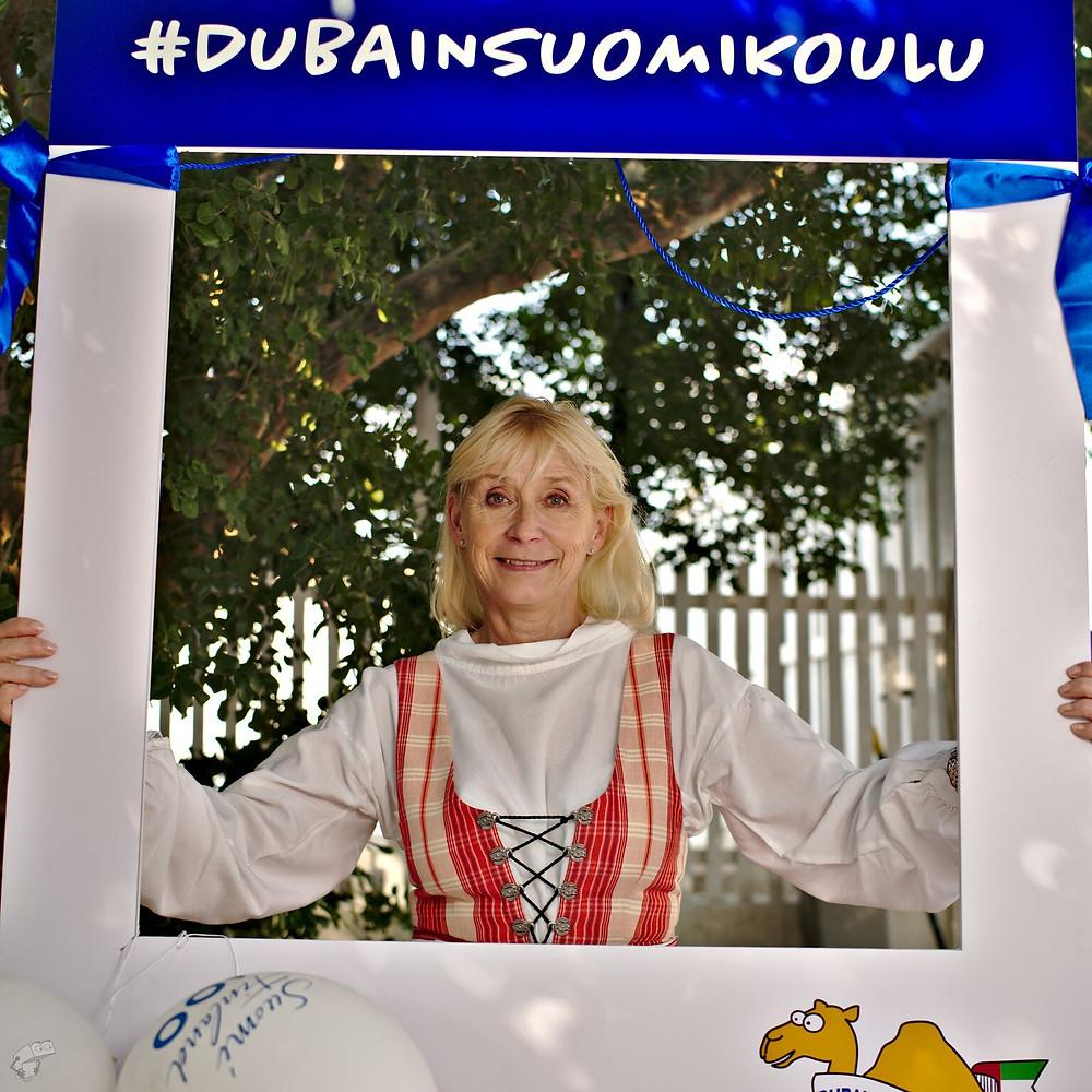 Suurlähettiläs kehyksissä #dubainsuomikoulu