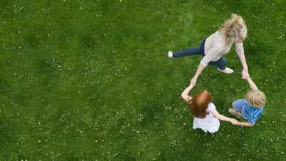 Dans på gräset
