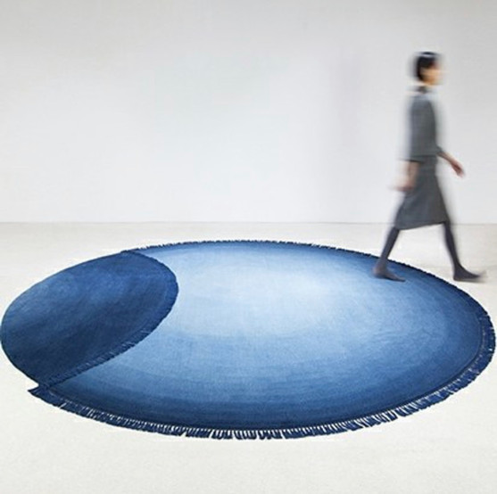 ART LEXÏNG Studio HVN (The Netherlands) Eclipse Azul Tibentan highland wool, hand-woven in Nepal Diameter 300 cm. Diamiter 9.8 ft.