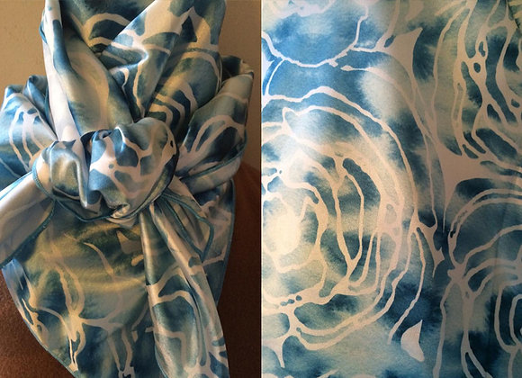 SPLOTCHED BLUE AND WHITE FLORAL PRINT