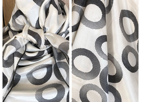 WHITE WITH BLACK CIRCLES PRINT