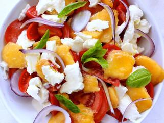 Salade de tomates aux oignons et aux pêches