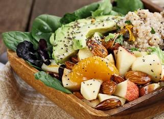 Salade bien-être quinoa, avocats et pommes
