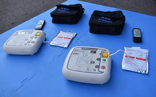 AED-Übungsgeräte