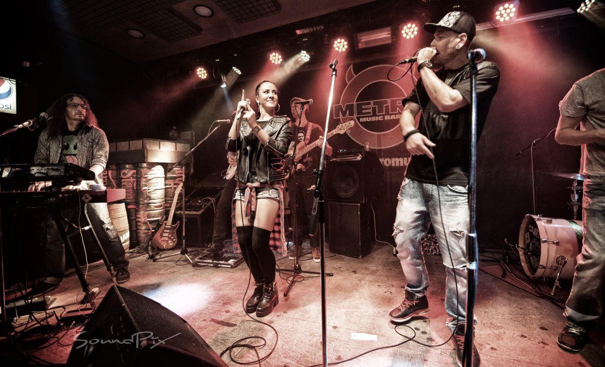 Veronika Morávková, raper Hawky a kapela Funky Chicken.