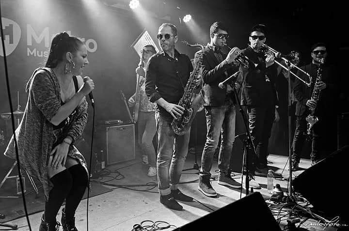 Veronika Morávková s kapelou Funky Chicken.