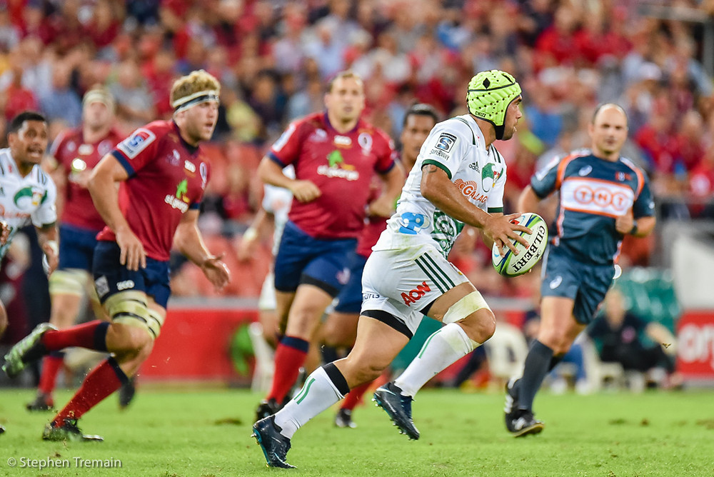 Charlie Ngatai kicks down-field
