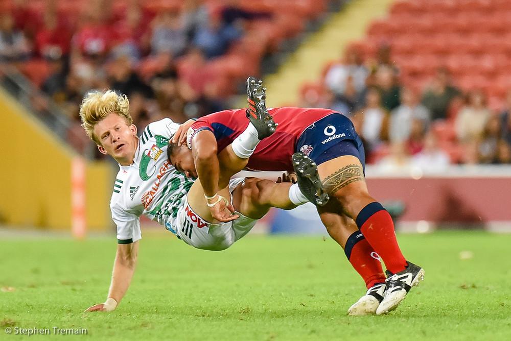 Damian McKenzie tackled by Chris Feauai-Sautia