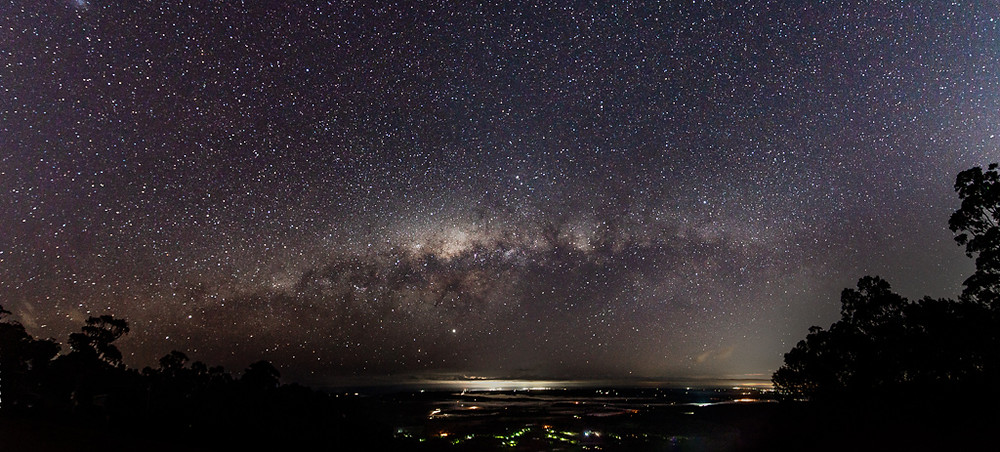 Mt Tamborine (16mm, f/2.8, 15 sec, ISO 1250, 8 shot panorama)