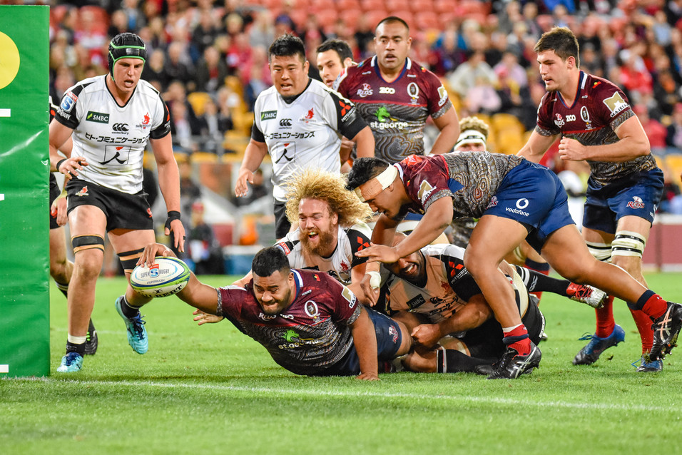 Taniela Tupou reaches out to score a try. Queensland Reds v Sunwolves. 2018