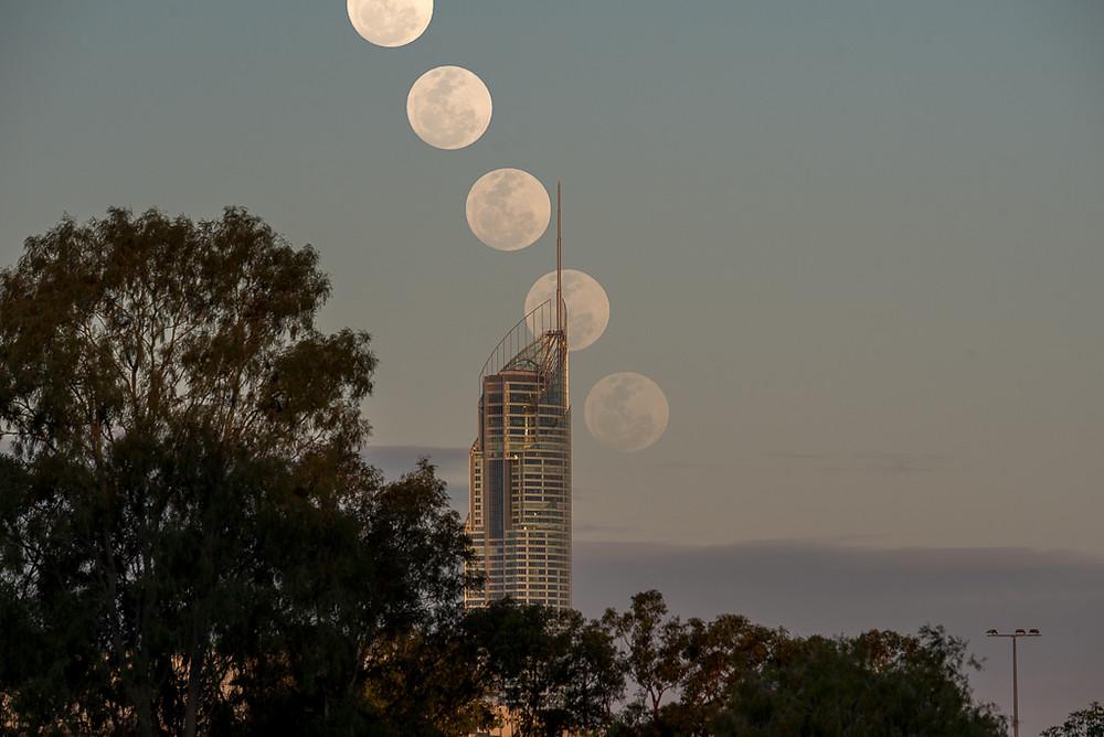 Q1 Moonrise - Composite of 5 shots 3 minutes apart (ISO 400, 300mm, f/9, 1/400 sec)