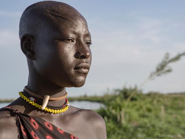 15. Mundari woman (Sudán del Sur) - Toni Espadas
