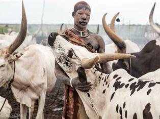 13. Mundari man (Sudán del Sur) - Toni Espadas