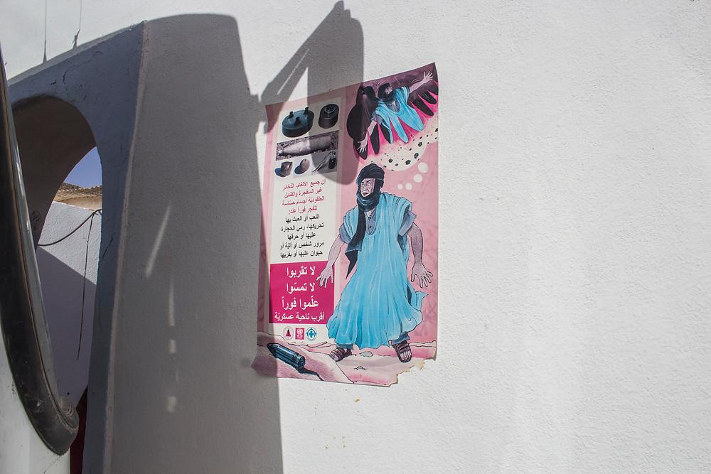 Cartel de advertencia sobre minas antipersona en Bohador, febrero 2017. (Marta Trejo Luzón)