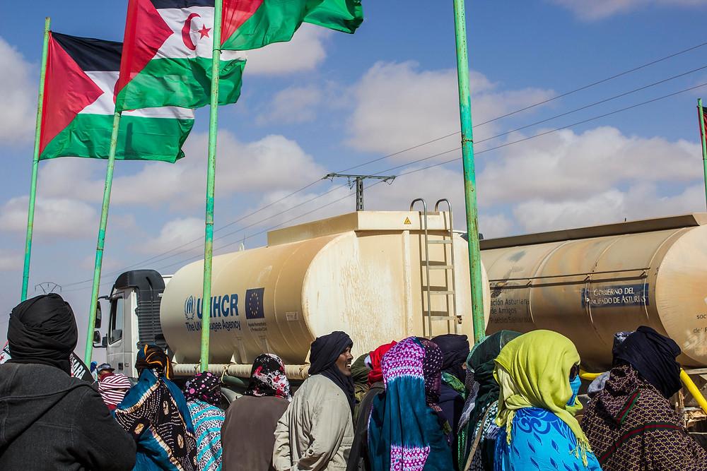 Camiones cisterna de ACNUR en la wilaya de AUSERD. Febrero 2017. (Marta Trejo Luzón)