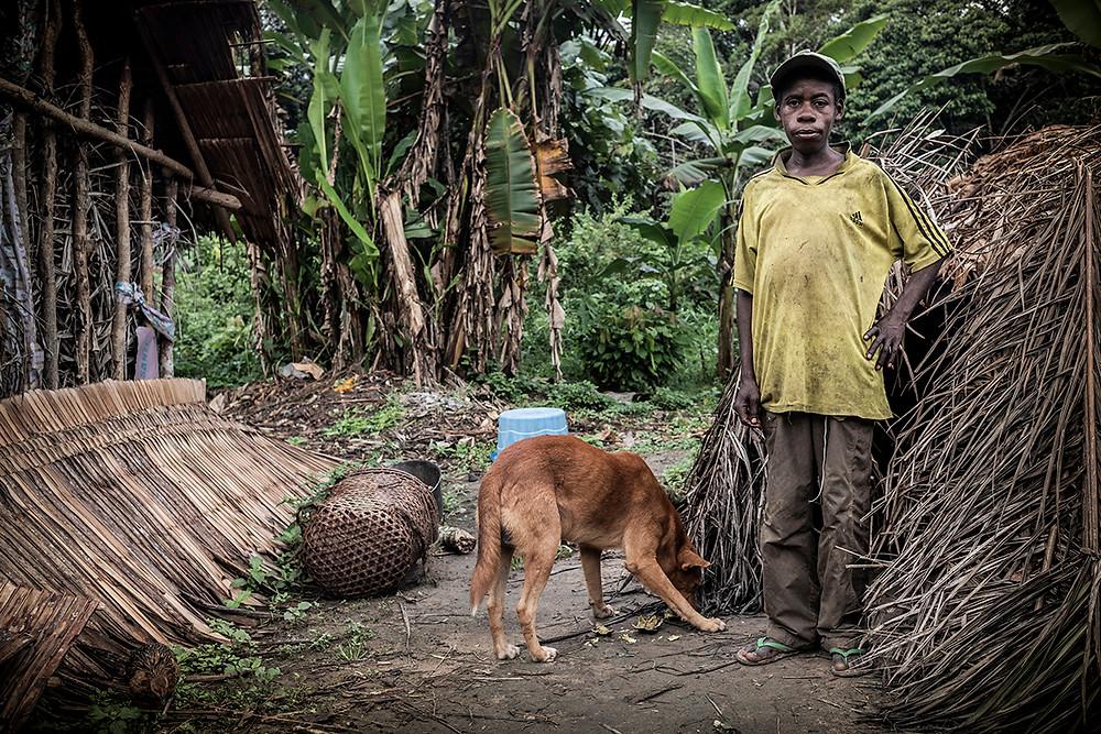Pie de foto: Vecino del pueblo baka de Bemba II, uno de los pueblos en los que se recogieron historias. Autor: Kike Carbajal