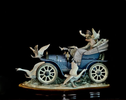 LLadro - Car in Trouble