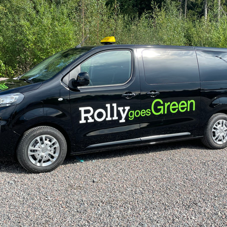 RollyGroup ja Vantaan kaupunki pilotoivat oppilaskuljetuksia täyssähköautoilla