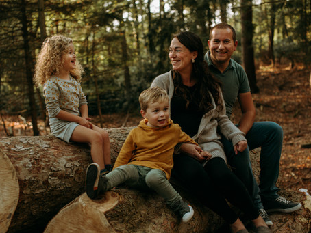 fun in the forest // familieshoot in Bergen op Zoom
