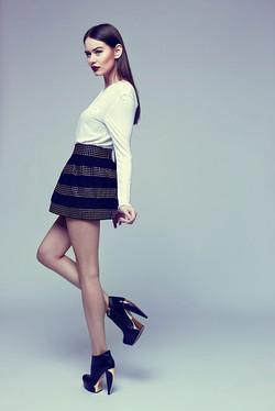 Modèle dans les chaussures de haute couture
