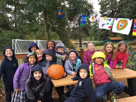 2nd Graders Grow a Perfect Halloween Pumkin